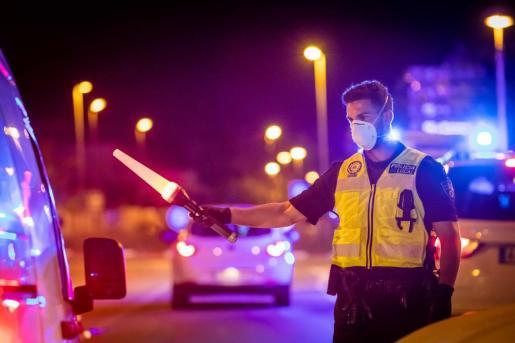 Un agente de la Policía Local de Sant Josep, en una imagen de archivo.