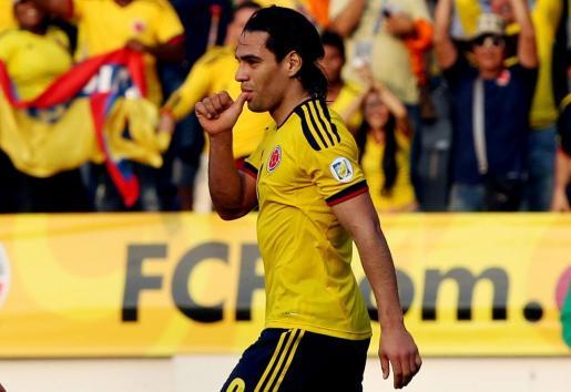 El jugador de Colombia, Falcao García, celebra una anotación ante Bolivia.