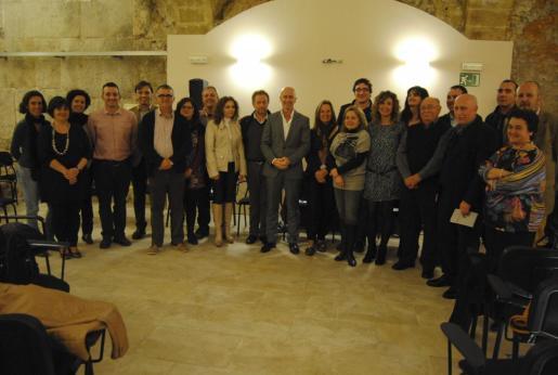 Foto de 'familia' de la constitución de la Xarxa de Municipis i entitats de les Illes Balear
