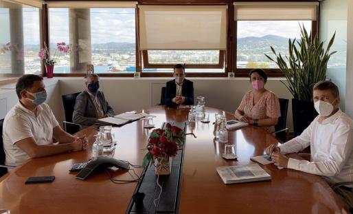 El alcalde de Ibiza, Rafa Ruiz, presidiendo la reunión.