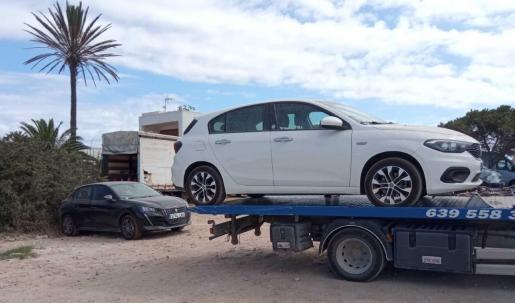 Uno de los coches sancionados en Formentera.