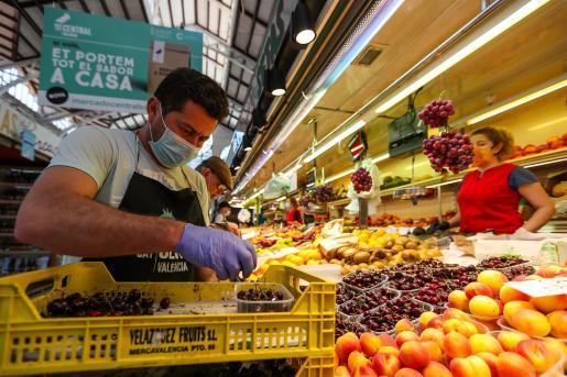 La economía española crece en el segundo trimestre por el impulso del consumo.