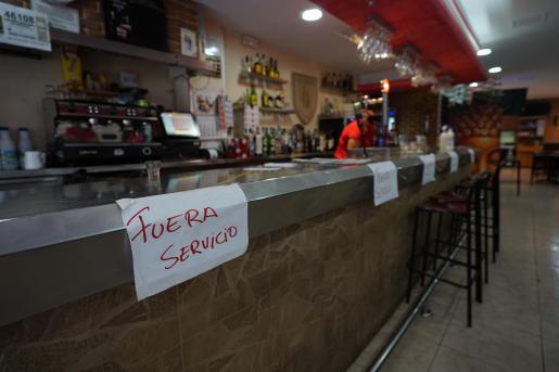 La barra de un bar en Ibiza, durante las restricciones de la pandemia.