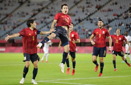 Mikel Oyarzabal celebra su gol en el España-Costa de Marfil de los Juegos Olímpicos de Tokio.
