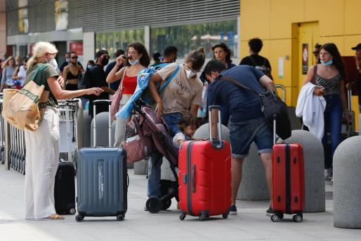 Llegada de turistas este verano en el aeropuerto de Ibiza.