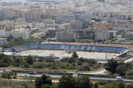 Vista aérea del estadio de Can Misses, durante las obras.