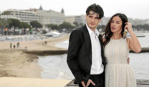 Los actores Yon Gonzalez Luna y Paula Prendes Martínez, protagonistas de la serie.