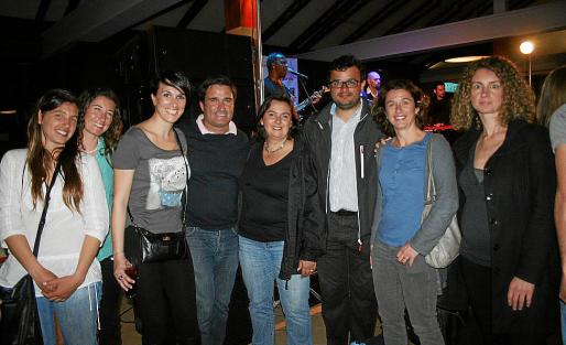 Fiorella de Bellis, Nuri Oliver, Noleia Villena, Xisco Gil, Corinne Mckanzia, Ferrán Muniesa -director de la regata-, Elena Pipó y Neus Jordi.