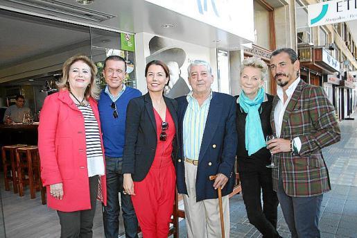 Syliane de Villalonga, Jaime Colomar, Carmen Lliteras, Pepe Oliver, Cecil Sandberg y Javier Saenz de Baranda.