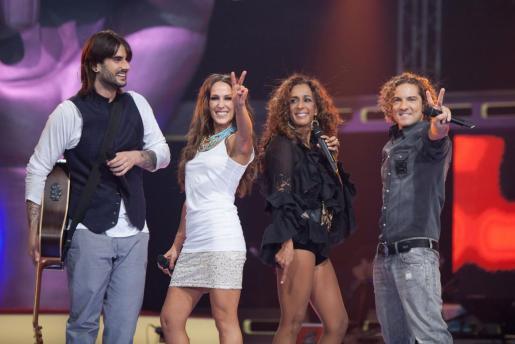 Melendi, Malú, Rosario y David Bisbal, durante la primera edición de 'La Voz'.