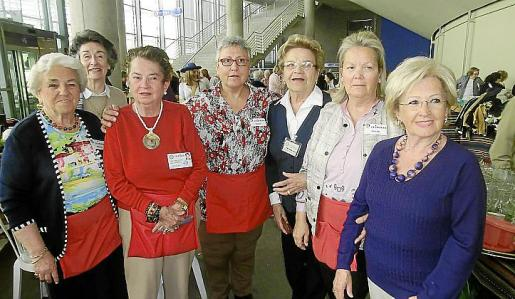 Rosario Dezcallar, Teresa Montesinos, Mª Carmen Covo, Juana Fiol, Aina Mª Oliver, Baibi Collar y Maribel Lozano.