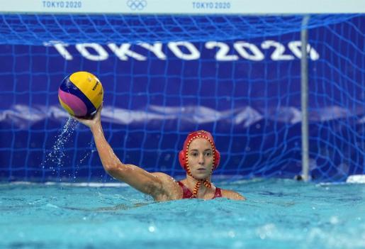 La portera de la selección española de waterpolo Laura Ester durante un partido en los Juegos Olímpicos de Tokio.