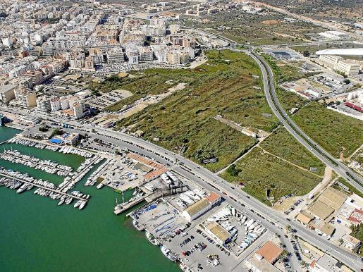 Vista aérea de ses feixes y de parte de la ciudad de Ibiza.