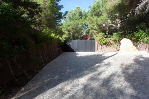 Imagen de la entrada a Casa Lola.