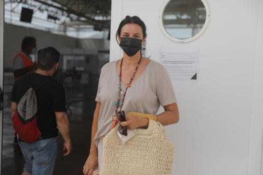 Mónica Balbín a las puertas del Recinto Ferial en la tarde de ayer.