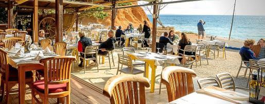 Sa Caleta Restaurant abre todos los días de 11h a 01h.