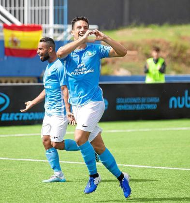 Rodado celebra un gol de la UD Ibiza.