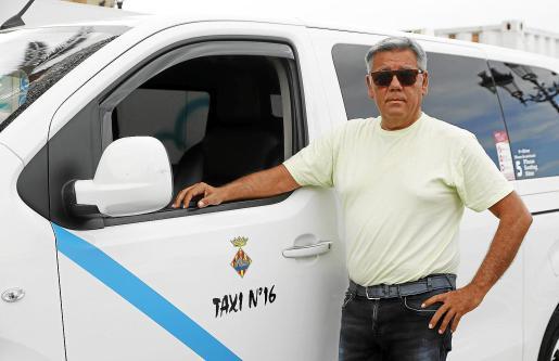 Antonio Vílchez es taxista desde hace treinta años en Ciutadella y preside la Asociación de Radio Taxi Menorca desde hace doce.
