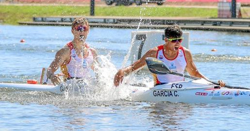 Bruno García y Carlos García celebran la medalla de plata al acabar la prueba.
