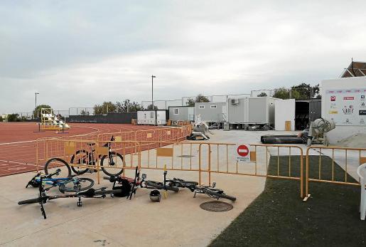 El estado actual de las instalaciones de atletismo de Can Misses 3 está suponiendo contratiempos en el arranque de la temporada de atletismo.