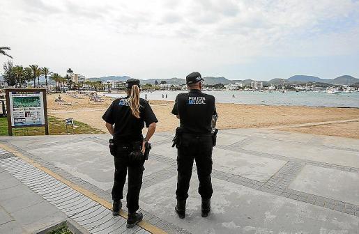 Los dos acusados fueron sorprendidos por la Policía Local de Sant Antoni.