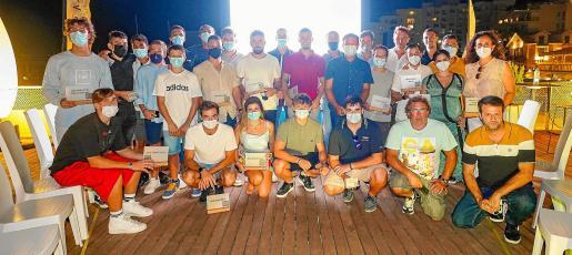 El Club Nàutic Sant Antoni vivió este martes una jornada muy especial al ser capaz de reunir a sus mayores 'cracks' de los últimos cinco lustros en un acto para el recuerdo.