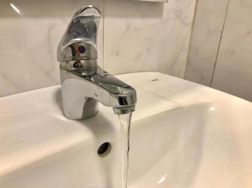 Archivo - Agua saliendo de un grifo. - EUROPA PRESS - Archivo