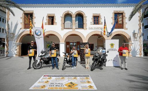 La primera Ibiza Rider Day se presentó este viernes en el Ayunta miento de Santa Eulària.