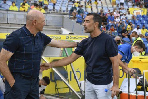 Pepe Mel, técnico de Las Palmas, y Juan Carlos Carcedo.