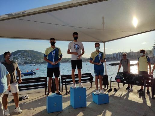 El podio de la categoría masculina de los 2.000 metros.