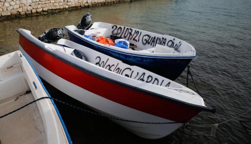 Imagen de dos pateras llegadas este verano a Baleares.