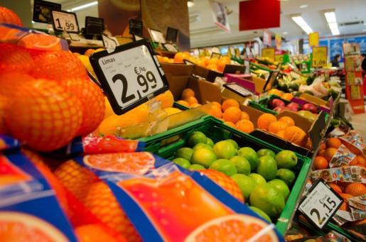 Archivo - Frutas en un supermercado. - EUROPA PRESS - Archivo