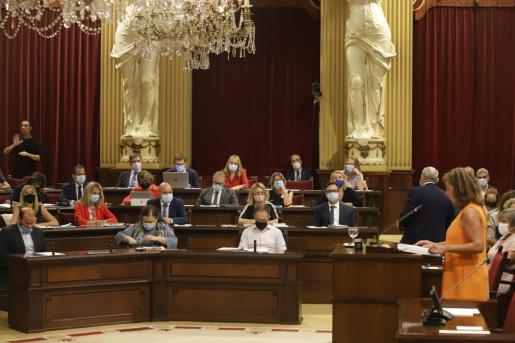 Imagen del Parlament, durante el discurso de Armengol.