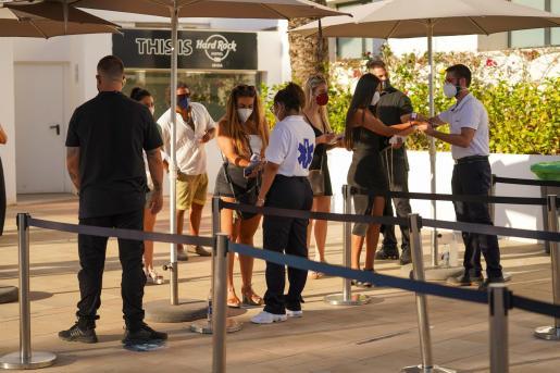 Control de acceso a la fiesta piloto que se celebró en Hard Rock Ibiza a finales de junio.