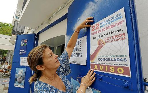 Cristina, coloca en su administración el cartel que anuncia la manifestación del día 22.