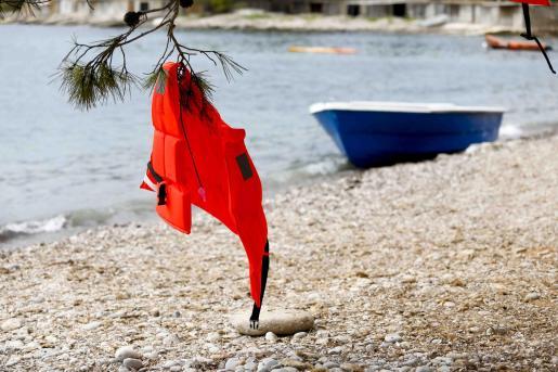 Patera llegada a Ibiza este lunes.
