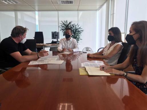 Una de las reuniones celebradas en el Consell de Ibiza.