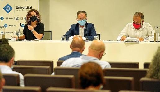 Desde la izquierda, Rosario Sánchez, Josep Marí y Llorenç Pou presentaron los datos.