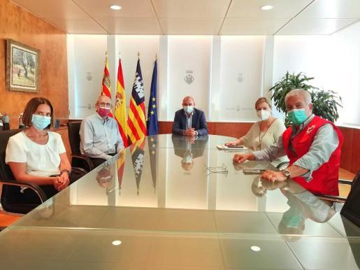 Imagen de la reunión institucional en el Consell d'Eivissa. También visitó el Ayuntamiento de Ibiza.