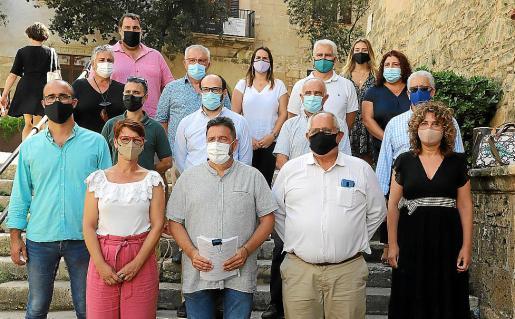 Tolo Gili, en el centro, con la candidatura 'melianista' a presidir el PI Balears.