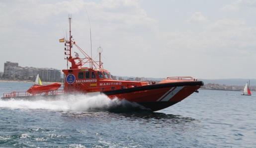 La embarcación 'Salvamar Acrux', de Salvamento Marítimo.