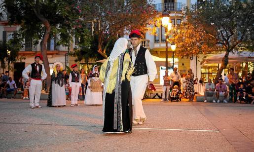 La propuesta preparada en Ibiza deleitó a turistas y residentes con exhibiciones y espectáculos de danza y puertas abiertas en los diferentes espacios culturales.