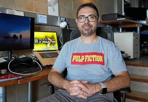 El director ibicenco Héctor Escandell esta semana en las instalaciones de Pauxa Films antes de comenzar con el proceso de localización.