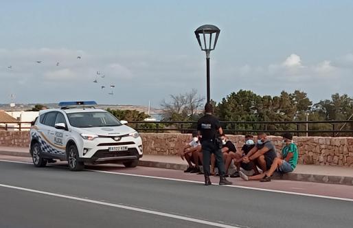 Un grupo de inmigrantes interceptados este sábado en Formentera.