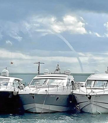 Manga marina que se produjo ayer en la costa pitiusa.