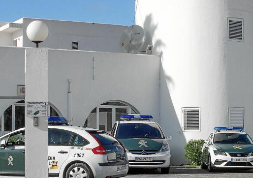 Los dos sospechosos fueron detenidos por agentes de la Guardia Civil.