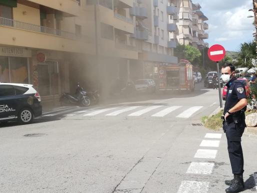 El incendio generó una gran cantidad de humo que sobresaltó a los vecinos de la zona.