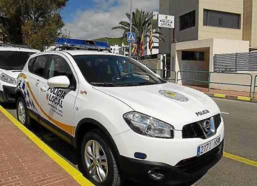 Un coche de la Policía Local de Santa Eulària.