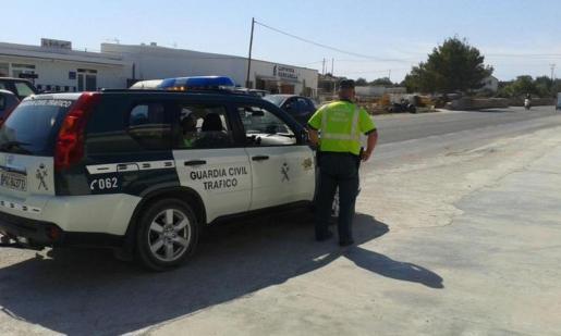 La Guardia Civil de Formentera localizó y arrestó a la conductora que había huido del lugar del accidente.