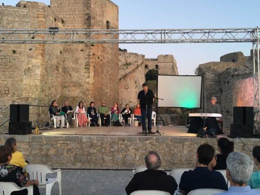 Regresa con un día más de programación el Festival de Poesía de la Lluna de Juny .